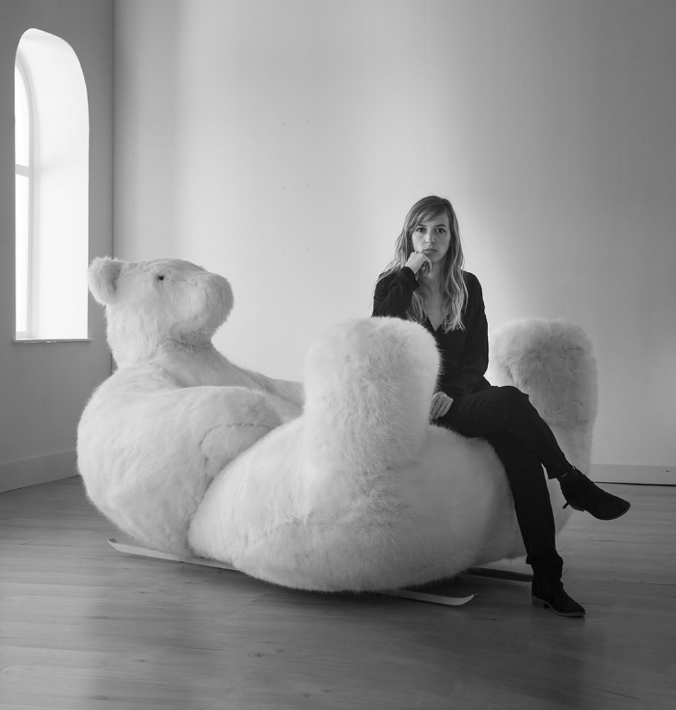 L'ours Icebearg, une assise - oeuvre d'art
