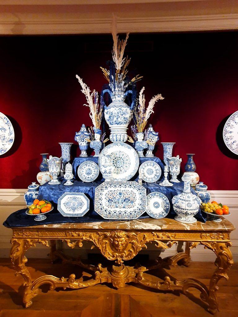 Soie Zimmer Rohde Marble et porcelaine de Sèvres.